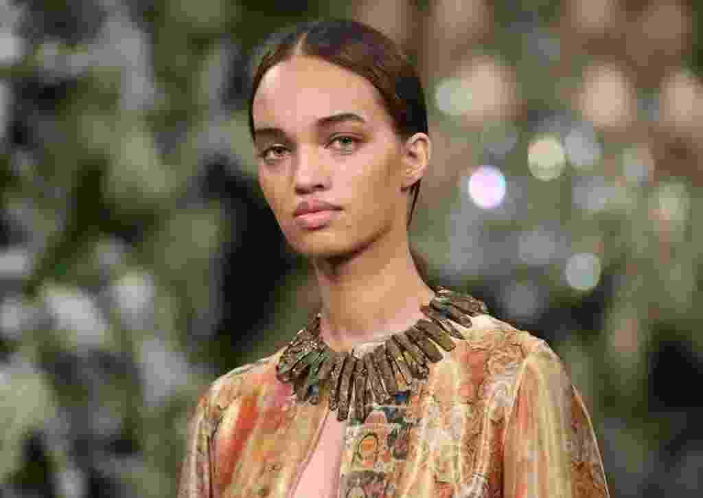 A modelo brasileira Ellen Rosa, 17, brilhou na temporada de inverno internacional. Comparada a cantora Rihanna, ela tem passado pelas passarelas de Nova York, Paris e Milão - Angela Weiss/AFP