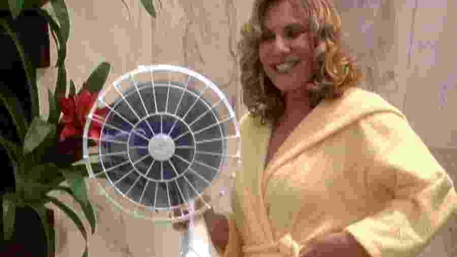 """Em """"Senhora do Destino"""", Nazaré matou o taxista Gilmar jogando ventilador ligado em uma piscina, mas cena foi editada pela Globo - Reprodução/TV Globo"""
