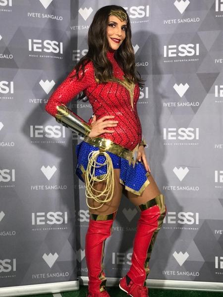 Ivete Sangalo se apresentou na Odonto Fantasy vestida de Mulher-Maravilha - Reprodução/Instagram/ivetesangalo