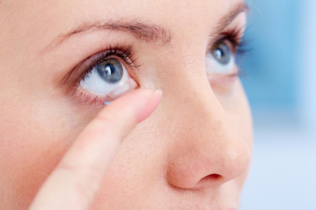 Saiba quais cuidados você deve ter ao usar lentes de contato no verão -  16 01 2018 - UOL VivaBem 0faaacd255