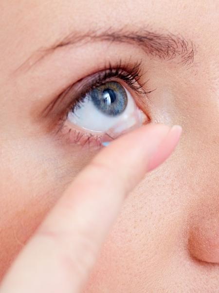 Com ou sem pandemia, é sempre importante lavar bem as mãos antes de colocar e tirar as lentes de contato - iStock