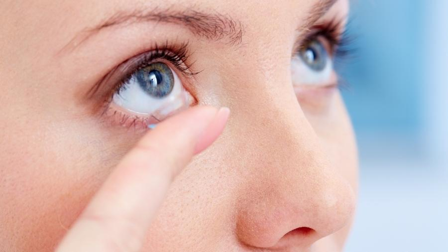 1896904682d40 Já imaginou ter lentes de contato que funcionam como óculos de sol ...