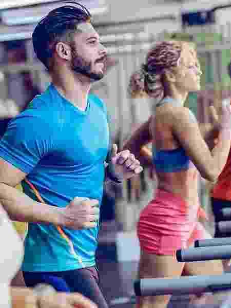 esteira, grupo, corrida, academia, treino - iStock - iStock