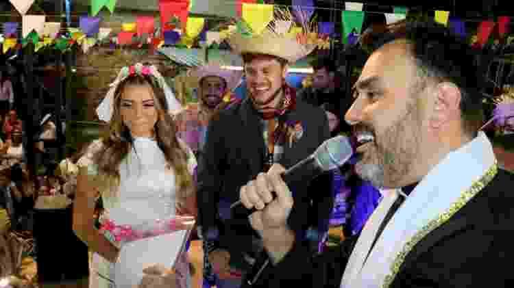 Casório junino: Ex-BBBs Breno e Paula se casam em arraiá  - AgNews - AgNews
