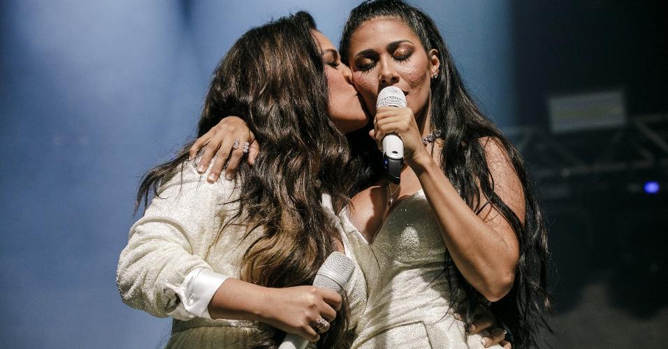 Beijos, abraços e discursos emocionados marcaram o show