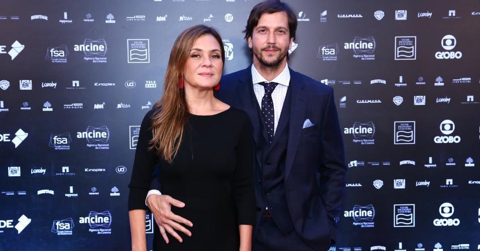 """Adriana Esteves e Vladimir Brichta prestigiam """"Grande Prêmio de Cinema Brasileiro 2018"""" no Rio. Vladimir venceu na categoria melhor ator por sua atuação em """"Bingo"""""""