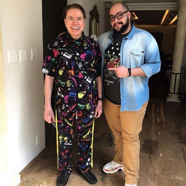 Silvio Santos posa de pijama com o neto,Tiago Abravanel