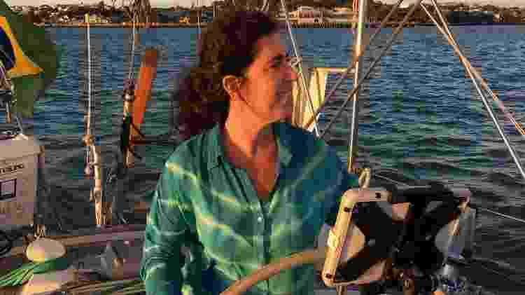 Atualmente, Sandra veleja no Santa Paz - Arquivo pessoal - Arquivo pessoal