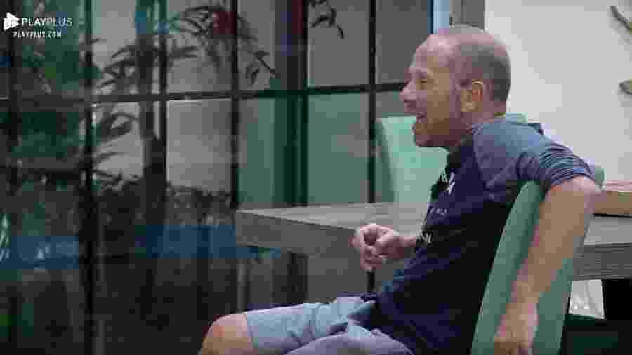 Rafael Ilha conversa com os peões sobre assédio contra as mulheres  - Reprodução/PlayPlus