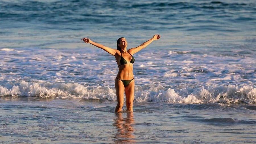 Mônica Martelli festeja o primeiro dia de 2019 na praia - Reprodução/Instagram/@monicamartelli