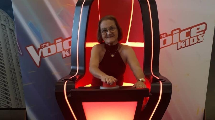 """A dona de casa Maria da Penha Oliva de Araújo, a Pepeca, que também não perde uma participação no """"The Voice Kids"""" - Reprodução/Instagram/@pepecapenha"""