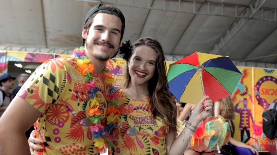 Os atores Nicolas Prattes e Juliana Paiva estiveram no Carnaval em Olinda - Alcione Ferreira/UOL