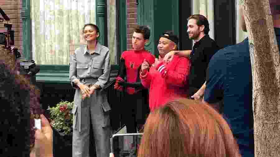 """O elenco de """"Homem-Aranha: Longe de Casa"""" na Disneyland - Reprodução/Twitter"""
