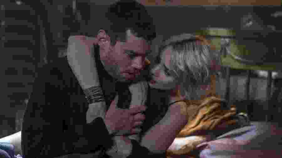 Brian J. Smith com Tuppence Middleton em cena de Sense8 - Divulgação/IMDb