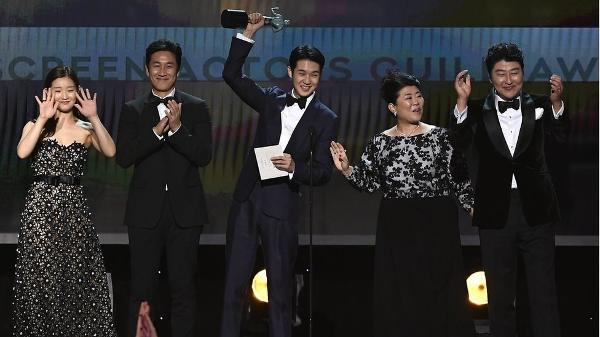 O elenco de 'Parasita', que ganhou o prêmio principal de SAG Awards de 2020