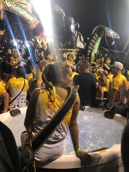 Vips curtem hidromassagem no camarote em São Paulo - Fefito/UOL