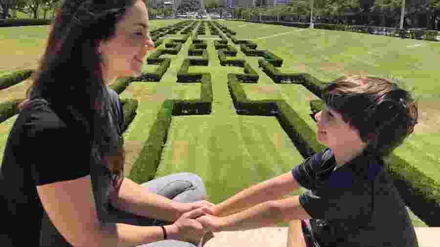 """Cena de um momento """"fofinho"""" entre mãe e filho em Portugal, em 2019, quando viajar era possível - Arquivo Pessoal"""
