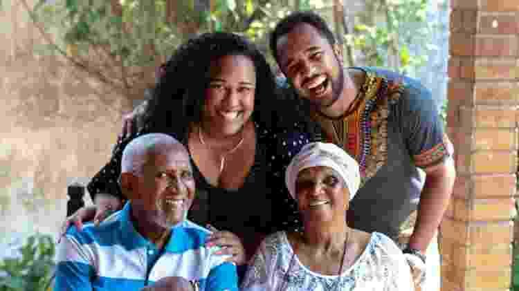 Clementino Kelè e Chica Xavier (sentados) com os netos Luana Xavier e Ernesto Xavier (em pé) - Arquivo Pessoal - Arquivo Pessoal