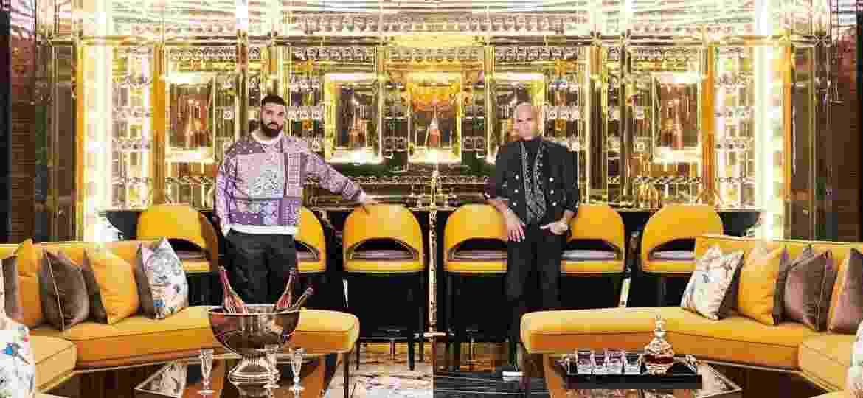 O rapper Drake ao lado do arquiteto e designer de interiores Ferris Rafauli  - Reprodução/Architectural Digest