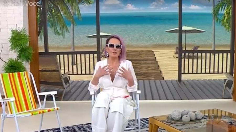 """Ana Maria Braga apresentou """"Mais Você"""" em cenário de praia - Reprodução/TV Globo"""