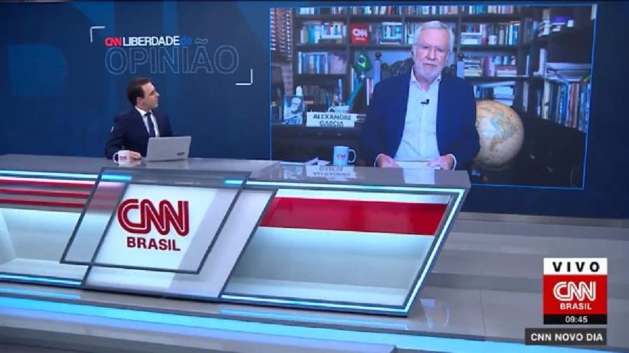 Alexandre Garcia fica em silêncio por 12 segundos após questionamento de Rafael Colombo  - Reprodução/CNN