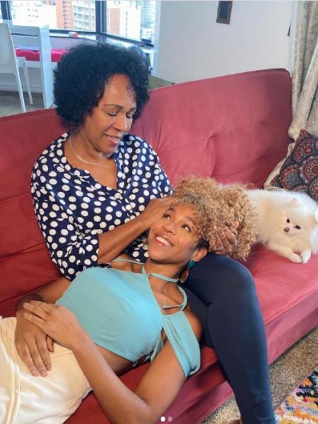 Karo Conká com a mãe, Ana Maria dos Santos de Oliveira - Reprodução/Instagram