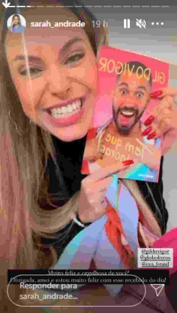 Sarah ganha livro de Gil do Vigor - Reprodução/Instagram - Reprodução/Instagram