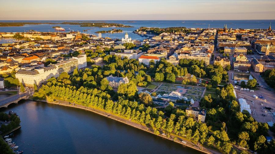 Vista aérea de Kaisaniemi, bairro em Helsínquia, na Finlândia - Miemo Penttinen/Getty Images