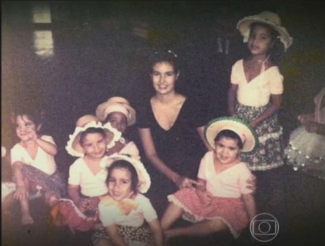 18.jun.2015 - Fátima Bernardes reencontra com ex-aluna