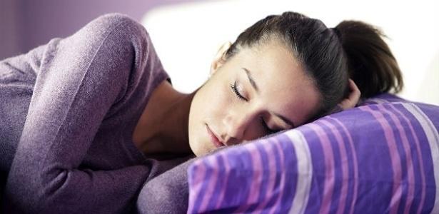 Uma boa noite de sono é fundamental para regular a pressão e a frequência cardíaca -