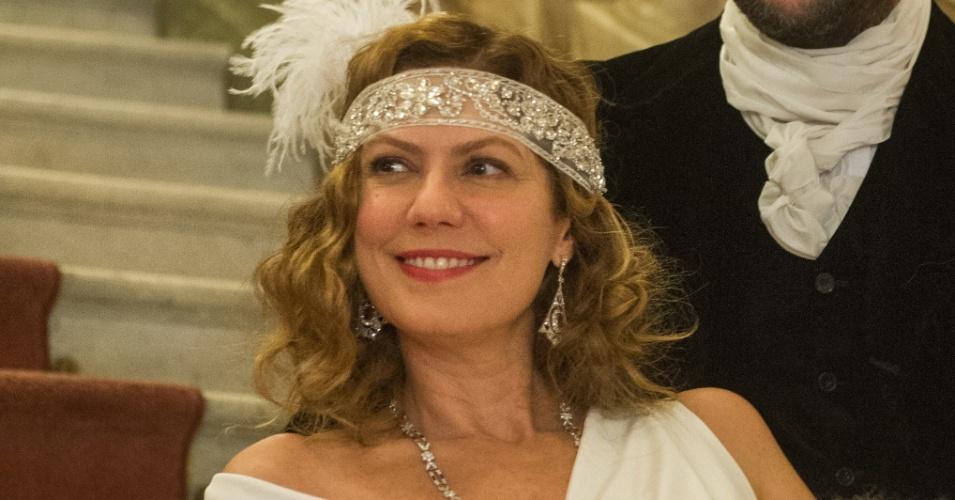Isabel D'Ávila de Alencar (Patricia Pillar) uma viúva linda, rica e de ótima reputação, e seu amante, Augusto de Valmont (Selton Mello)