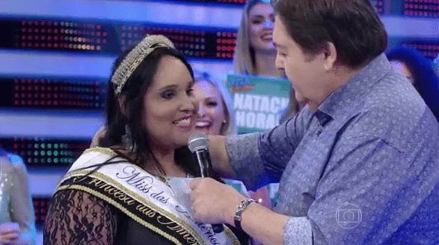 10.jan.2015 - Fausto Silva sugere para modelo plus size Janaína Graciele emagrecer em 2016