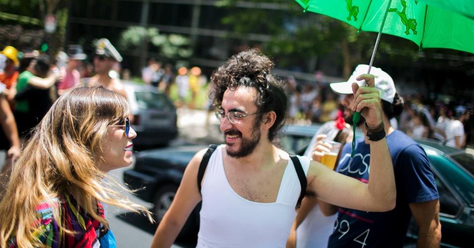 30.jan.2016 - Foliões animam as ruas de Pinheiros, em São Paulo, com o Casa Comigo