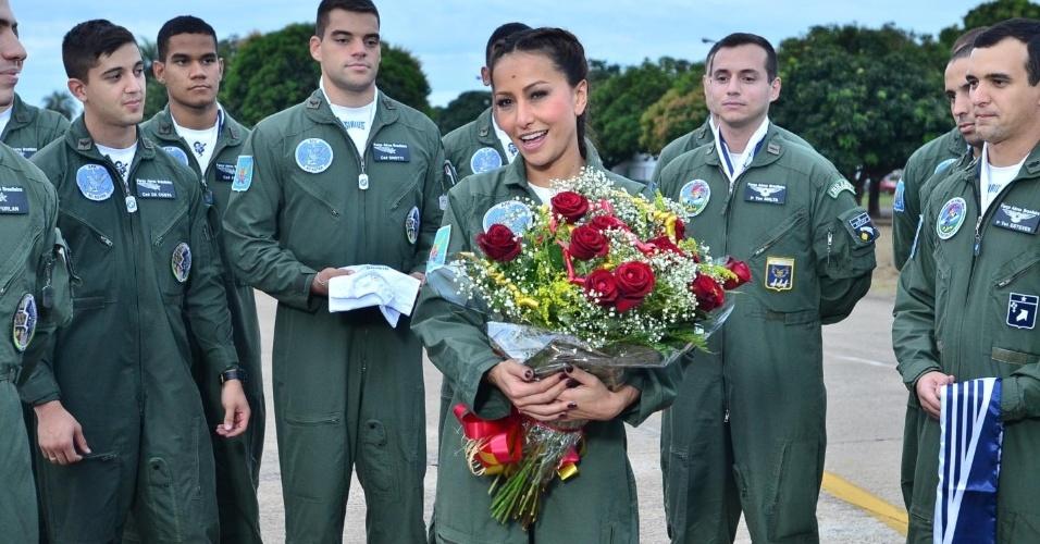Sabrina Sato visitou a Força Aérea Brasileira, em Pirassununga, no interior de São Paulo