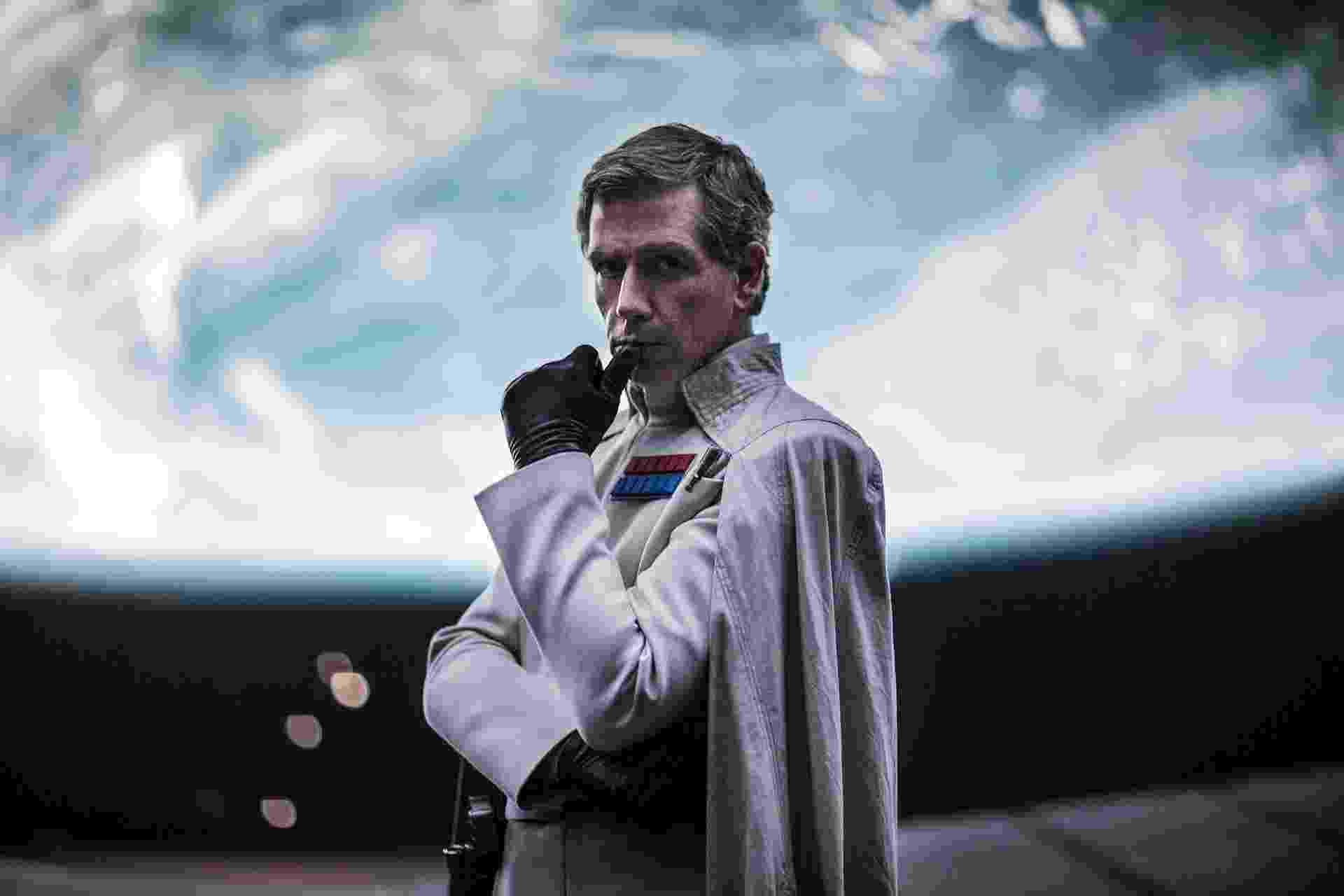"""O ator Ben Mendelsohn, como Orson Krennic, em """"Rogue One"""" - Divulgação/Disney"""