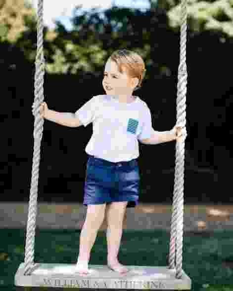 Primeiro filho de William e Kate Middleton, Príncipe George completa três anos nesta sexta-feira. Nas redes sociais, o Palácio de de Kensington divulga fotos do menino para comemorar a data - Reprodução/Twitter/kensingtonroyal
