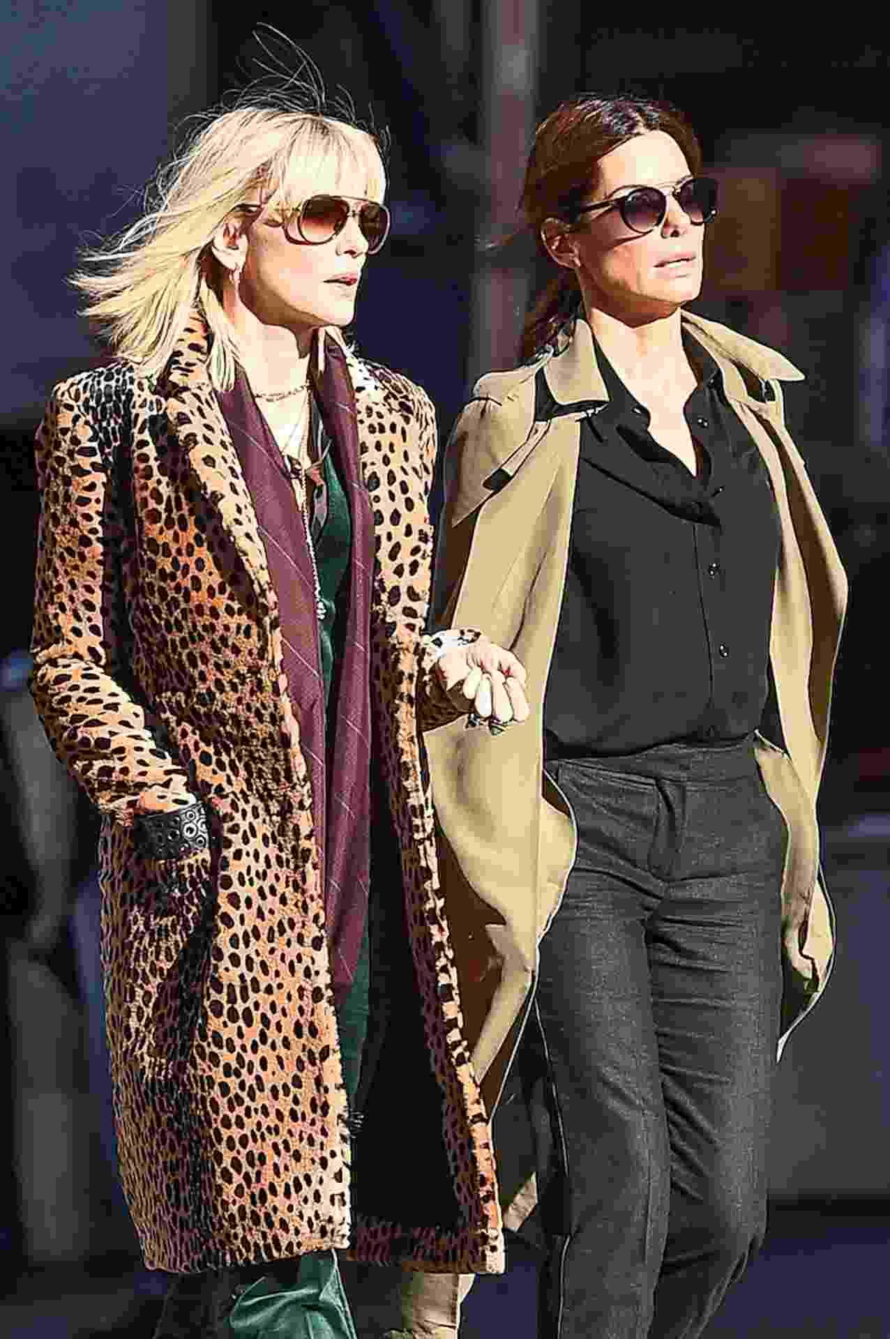 """Cate Blanchet e Sandra Bullock nas ruas de Nova York durante gravação do filme """"Ocean's Eight"""" - AKM-GSI"""