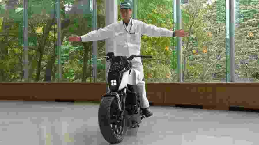 Honda Riding Assist: tecnologia em estudo impede que moto tombe após desequilíbrio - Reprodução