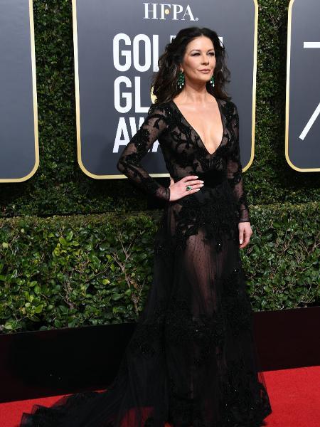 A atriz Catherine Zeta-Jones participa do Globo de Ouro 2018 - AFP