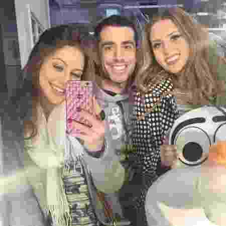 Kaysar com as amigas Adriana Froes e Stephanie Keller antes de se apresentaram em uma festa infantil - Arquivo Pessoal - Arquivo Pessoal