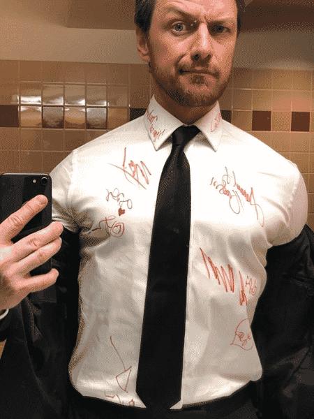 James McAvoy mostra camisa autografada no Oscar 2019 - Reprodução/Instagram