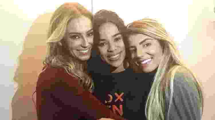 Paula, Elana e Hariany se reencontram - Reprodução/Ariane Ducati/Gshow - Reprodução/Ariane Ducati/Gshow