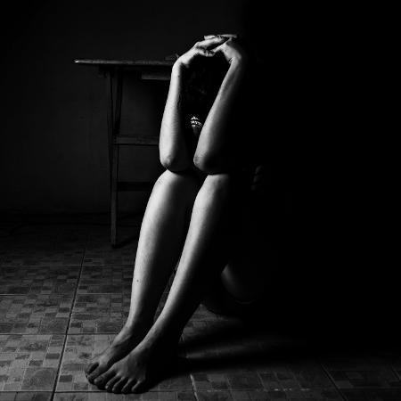 Jovem é expulsa de faculdade após participar de protestos contra estupro - iStock