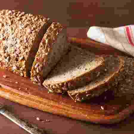 Carboidrato, como o pão integral, pode ser ingerido depois do treino - iStock