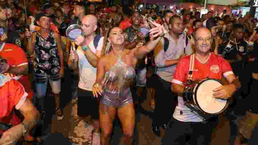 Ensaios de rua das escolas de samba têm agitado a noite carioca - Agnews