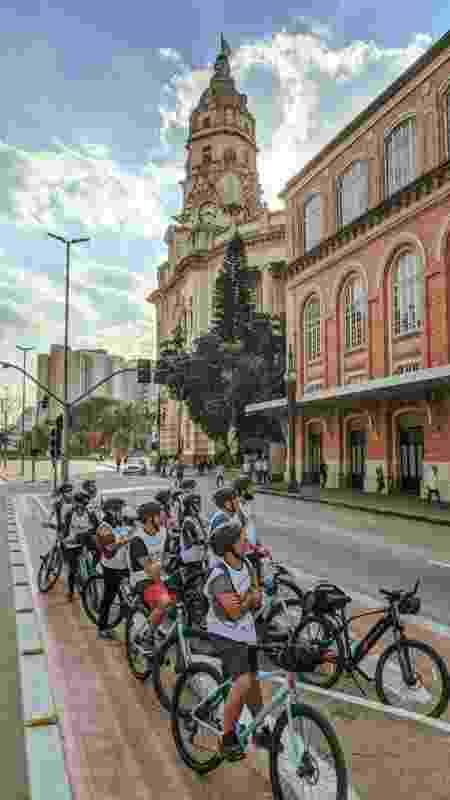 O passeio de bicicleta permite conhecer a cidade por outro ângulos - Reprodução centronovo.biketoursp.com.br
