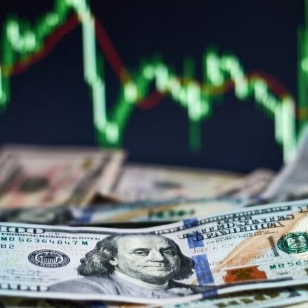 Dólar opera em baixa, seguindo tendência da última semana - Getty Images via BBC