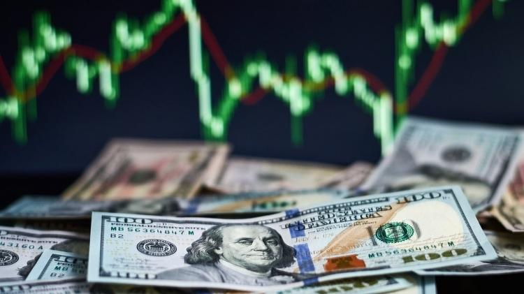 Intervenção na empresa | Petrobras sobe 9% após forte queda; Bolsa opera em alta e dólar, em baixa