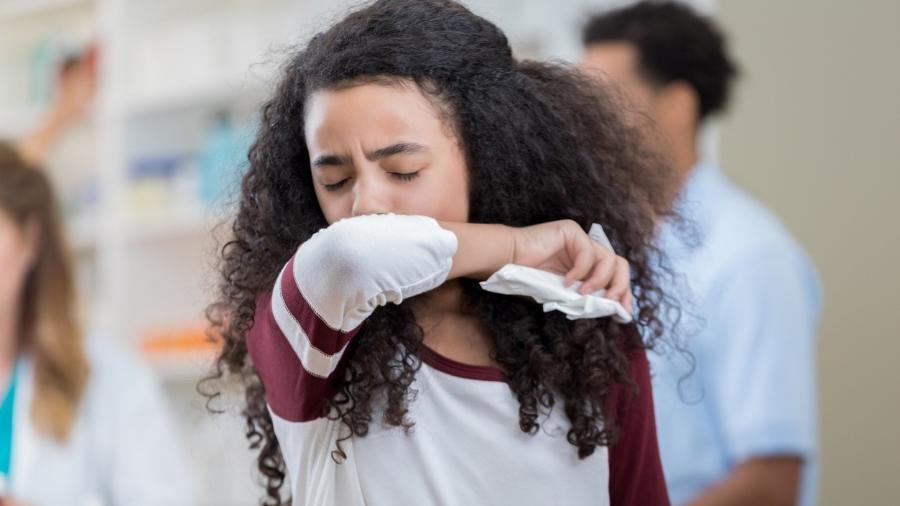 Febre, cansaço e tosse seca são sintomas provocados pelo coronavirus - iStock