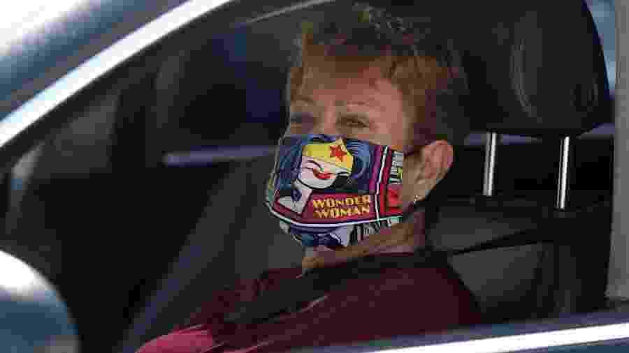 Máscara estilizada em Los Angeles -  REUTERS/Lucy Nicholson